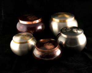 Metalen urn bolvorm