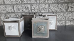 KVB urn vierkant in klei